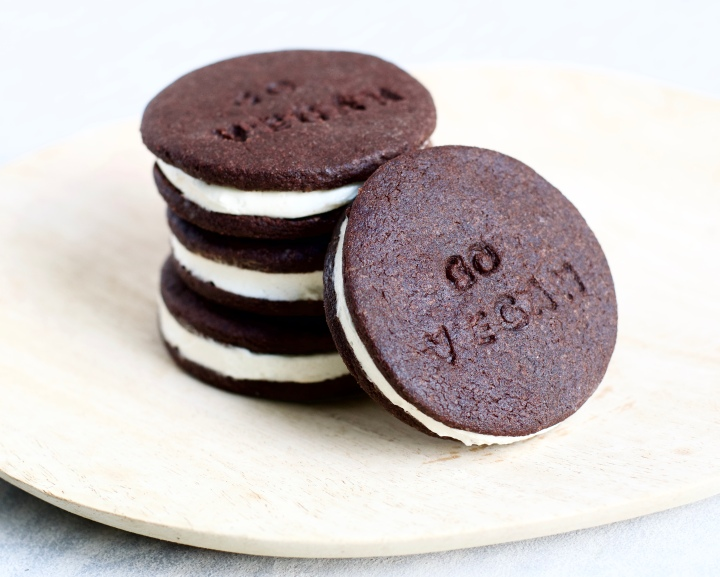HOMEMADE VEGAN OREOS